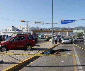 90 Narco-Assasinations in 2 days puts U.S. Mexican Border on a Total War (photo Reuters)