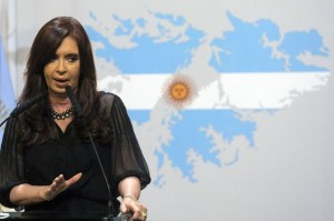 The Americas Security News.- President Fernandez de Kirchner in front of Falkland Malvinas Islands painted like the Argentine national flag