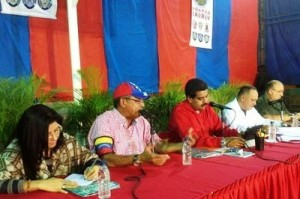 America security News.- In a meeting at the Vargas Stadium ,  President Maduro signed the Gun Control Bill. Photo Credit to tmaniglia