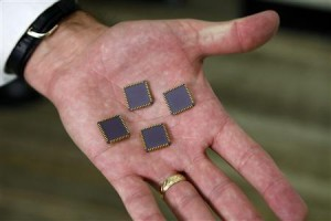 The Americas Security News.- U.S. officer Craig Healy holds seized integrated circuits during federal operation in Northern Virigina, Nov. 2013 Photo Credit Reuters/Kevin Lamarque