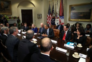 The Americas Security News.- President Barack Obama and Vice President Joe Biden meet with executives from leading technology companies, including Apple, Twitter, and Google on Dec. 17, 2913 in Washington, DC. Photo credit to Photographer Mark Wilson/Getty Images