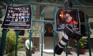The Americas Post.- Mexican journalists protest anti-media violence.